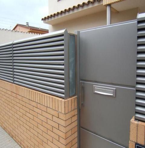 Vilafranca penedes ventanas aluminio barandilla inox for Vallas de aluminio para jardin